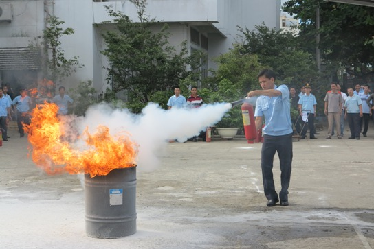 sử dụng bình chữa cháy khí CO2